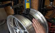 Това се случва в гумата на дрифтираща Supra (ВИДЕО)
