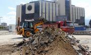 Младеж, паднал в дълбок изкоп край НДК, осъди Столична община за 180 000 лв.
