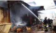 Големи щети след пожар в цех за пелети в Монтанско