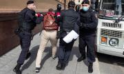 Московската полиция нахлу в домовете на опозиционни активисти