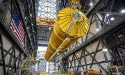 НАСА сглоби първата ракета за пилотирани мисии до Луната