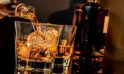 Мъж се самоизолира с бутилка уиски и порнофилм в магазин