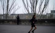 Забраняват на парижани да спортуват навън от 10 до 19 ч.