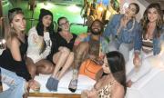 По време на карантина: американски спортист си организира забавление с шест модела