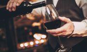 Защо хората сипват лъжица сода във виното в ресторанта?