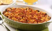 Рецепта за вечеря: Картофена запеканка с бекон и наденица