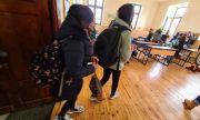 Учениците от 6-и и 11-и клас се връщат в класните стаи от 10 май