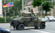 Военен конвой преминава през Европа