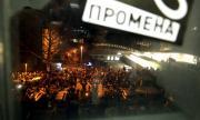 Протестиращи нахлуха в държавната телевизия на Сърбия