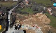 Свлачище заплашва да погълне къщи и главен път във Великотърновско