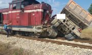 Влакът Бургас-София блъсна камион край Карнобат