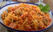 Рецепта за вечеря: Прясно зеле със свинско месо