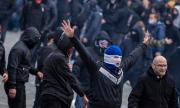 Сблъсъци между ултраси и полицаи заради COVID-мерките