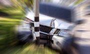 14-годишен подкара кола, катастрофира и избяга
