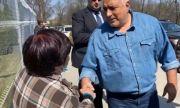 Борисов с мил жест към две закъсали жени на пътя (ВИДЕО)