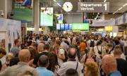 Няма гориво! Хиляди пътници блокирани на летището в Амстердам