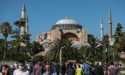 """Християнските стенописи в """"Света София"""" ще бъдат скривани"""