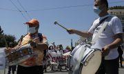 Блокиран транспорт и масови протести в Атина