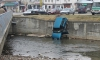Джип цамбурна зрелищно в река (Снимки)