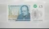 Новата пластмасова банкнота от 5 паунда (ВИДЕО)