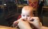 Бебе опитва лимон за първи път (ВИДЕО)