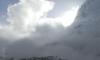 Вижте как лавина удря лагер на алпинисти на Еверест (Видео)