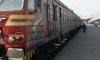 Бус на куриерска фирма се е ударил във влак
