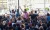 Стотици бежанци протестират пред гара в Унгария